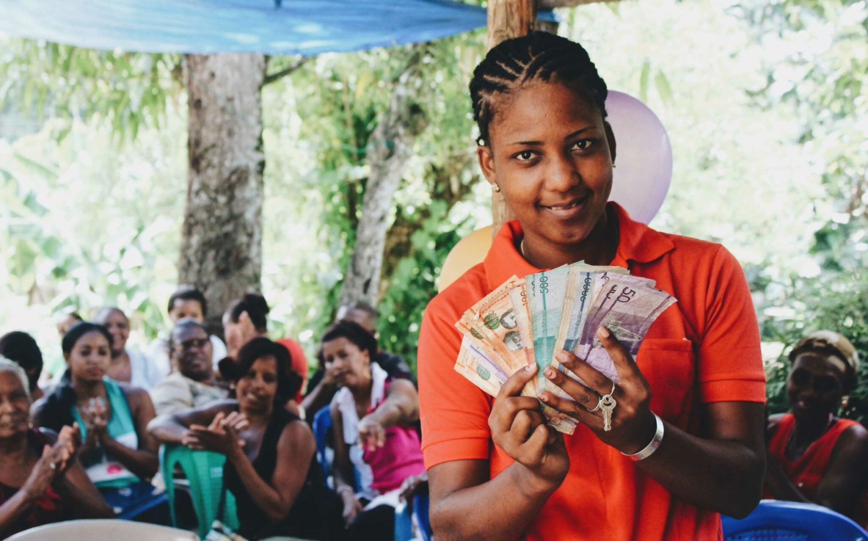 A participant of the Guapachita Savings Group counts her savings at the end of a savings cycle in the Dominican Republic.