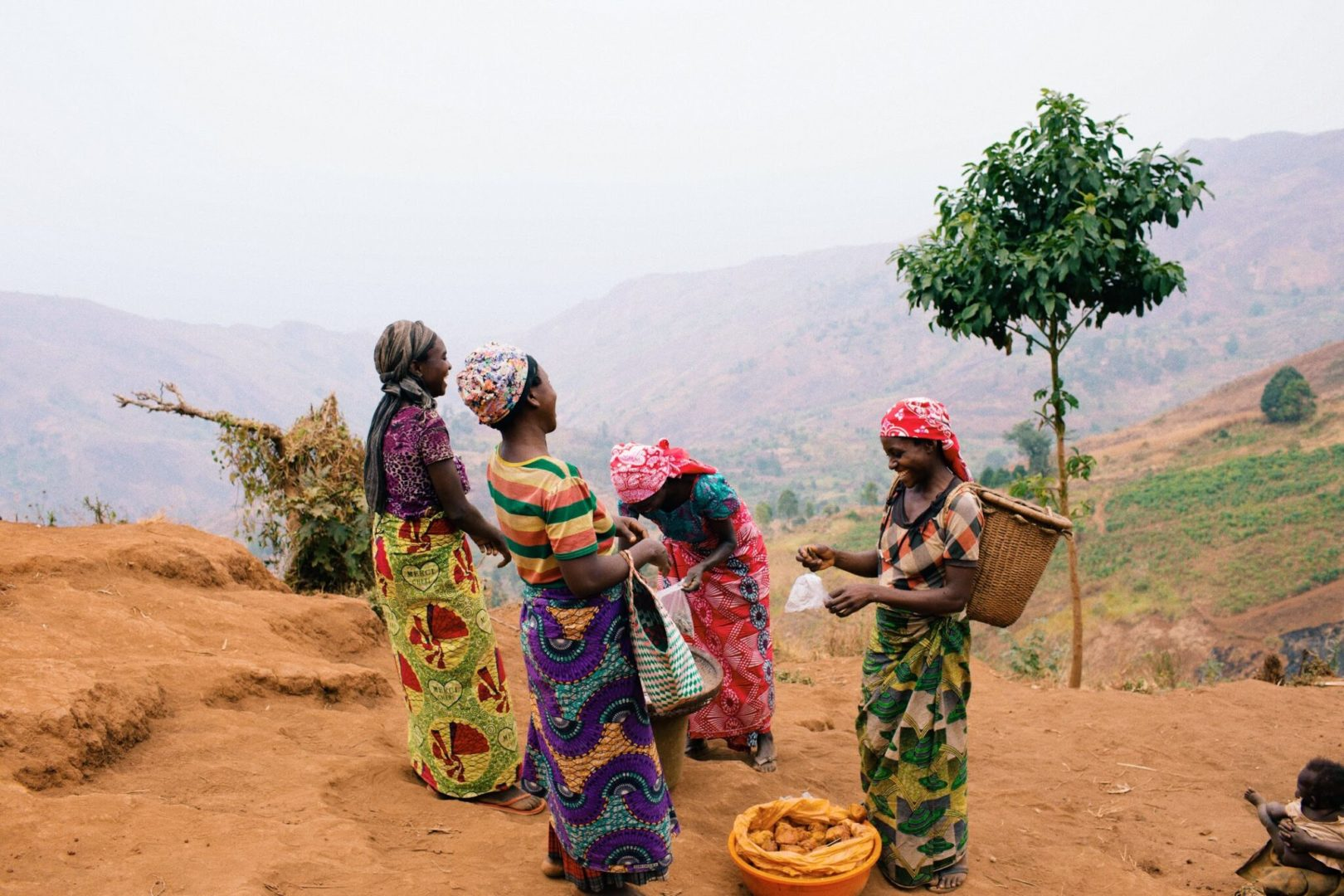 Women working together in the DR Congo